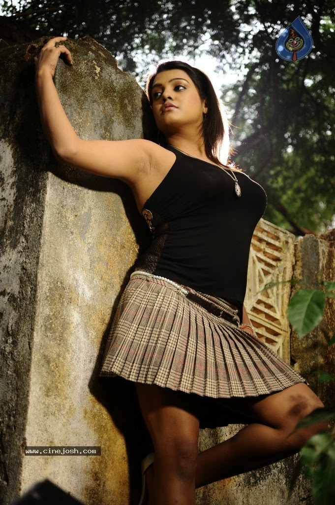 Tashu Kaushik juicy armpits show in poses