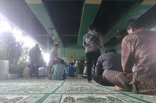 Unik Dan Indahnya Masjid Di Bawah Fly Over