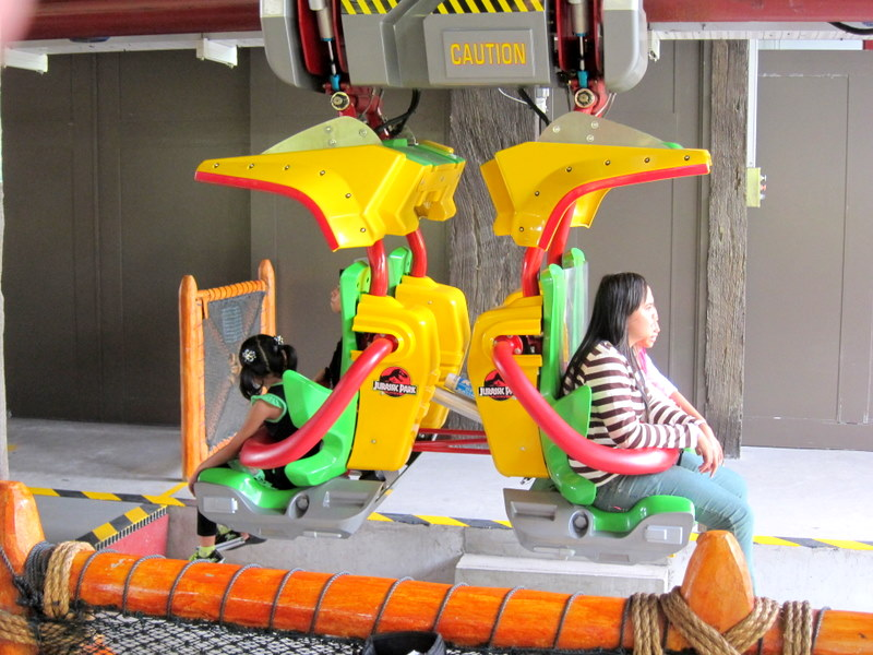 Canopy Flyer. Short ride but fun! & keeewei.blogspot: Weekend getaway @ Festive Hotel (USS)