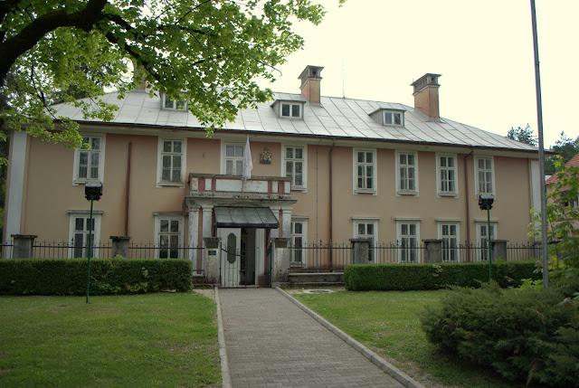 Здание бывшего Британского посольства в Цетинье