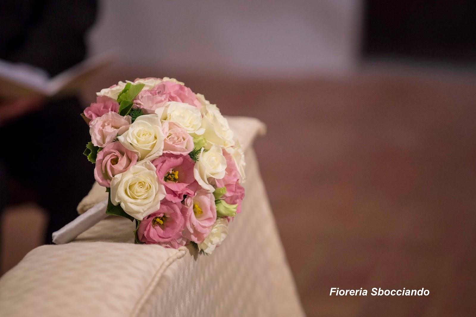 Matrimonio Girasoli E Rose Bianche : Sbocciando bouquet da sposa