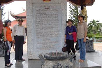Thầy Cô trường ĐHVH Hà Nội thăm địa đạo Củ Chi
