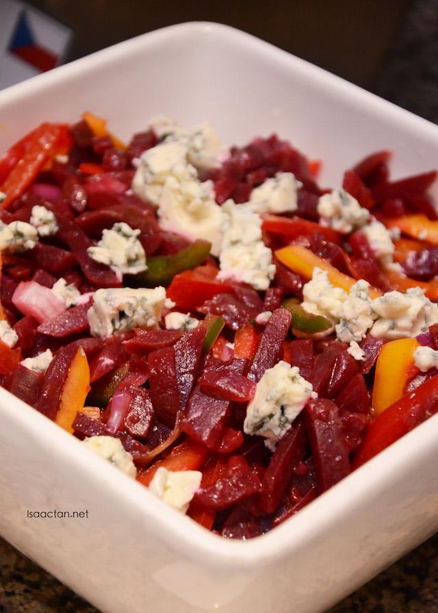 Salát z cervené repy a modrého sýra (Salad of Beets and Blue Cheese)