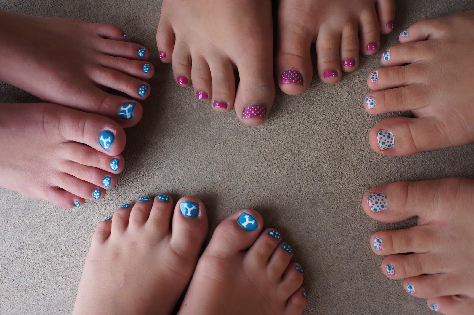 Nail Art: Toenail painting party! :)