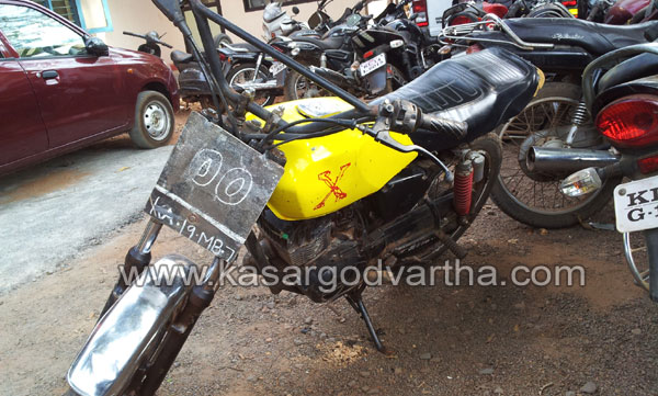 Police, Bike, Numberplate, Karandakkad, Kasaragod, Kerala, Kerala News, International News, National News, Gulf News.