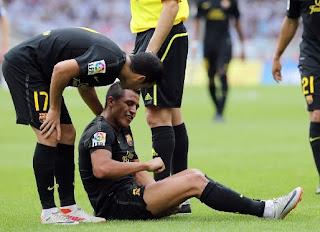 Alexis Sánchez sufre lesión con el Barcelona