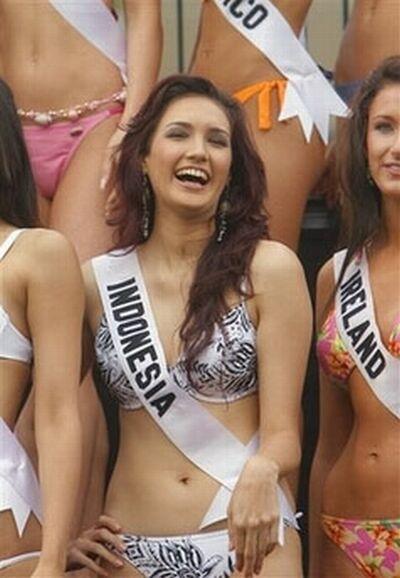 ... kontroversi saat menggunakan bikini di pemilihan Miss Universe