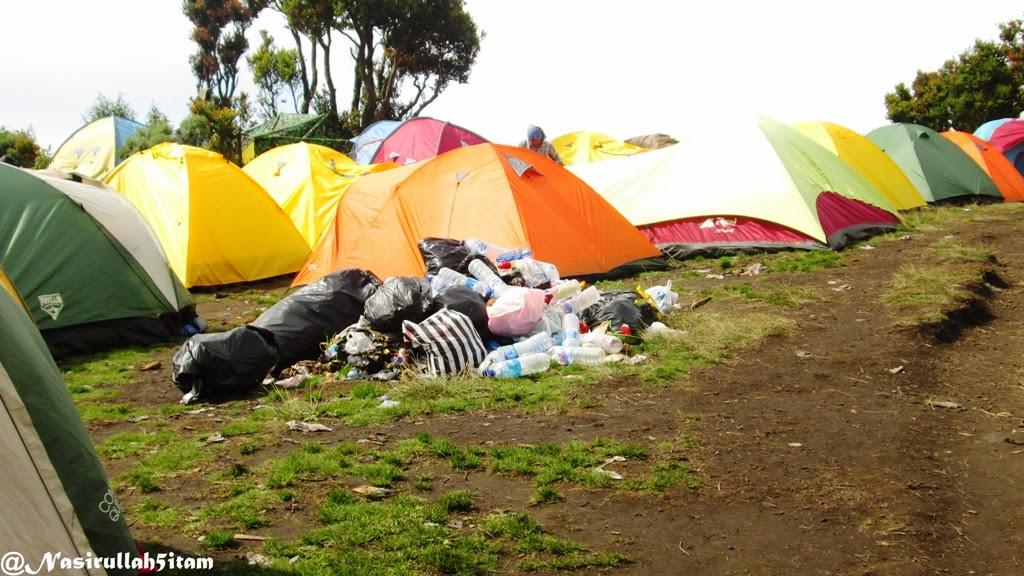 Sampah menumpuh di Sabana 1