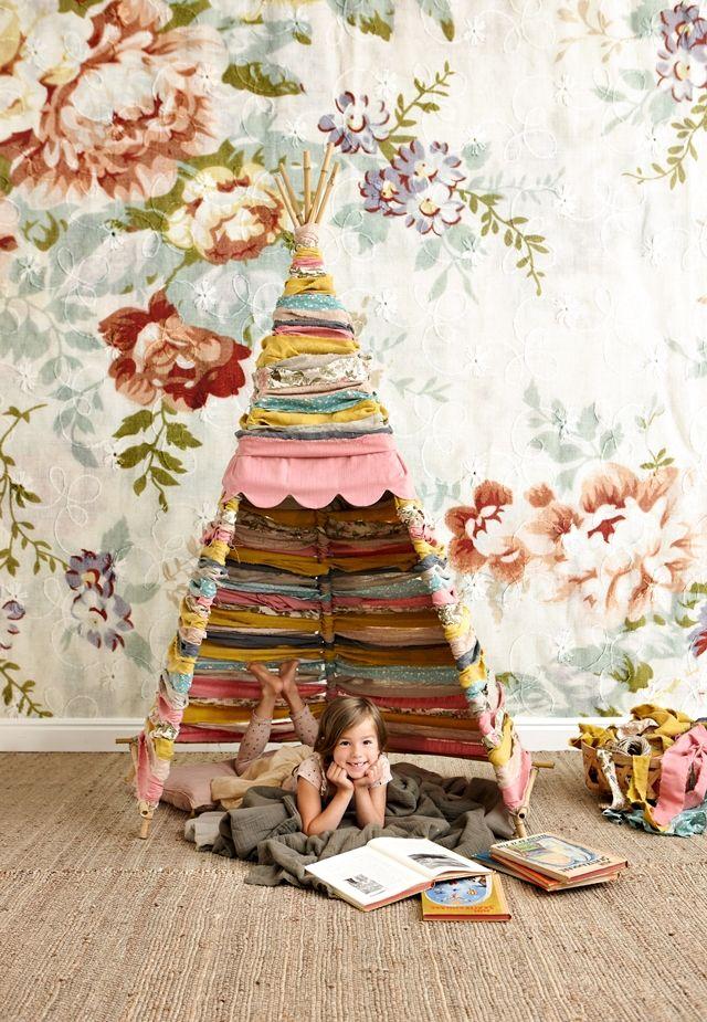 il tipi la tenda degli indiani d 39 america per i giochi dei bambini. Black Bedroom Furniture Sets. Home Design Ideas