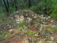 Restes de parets de pedra seca al Pla de Gàver