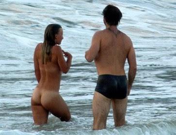 Mulher Flagrada Tomando Banho Nua Na Orla Do Flamengo No Rio