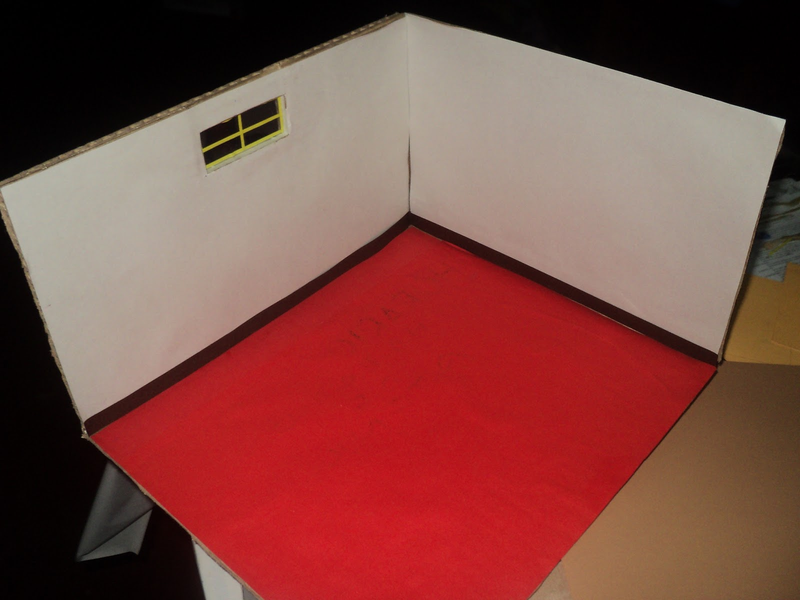 Maquetas creativas maqueta de una habitaci n hecho de for Papel para paredes de habitaciones