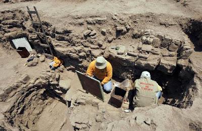 Two mummies found in ancient Peru cemetery