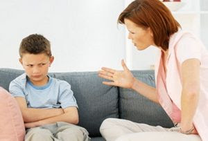 الى حواء الام ....لا تسبى طفلك أو تذكرى عيوبه أمام الناس - امرأة تصرخ فى طفل - woman yelling shouting at child kid