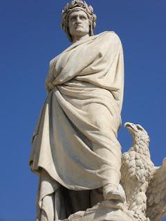 Statua opera scultorea in pietra, marmo bronzo ecc. realizzata per ricordare o commemorare personaggi importanti storici.
