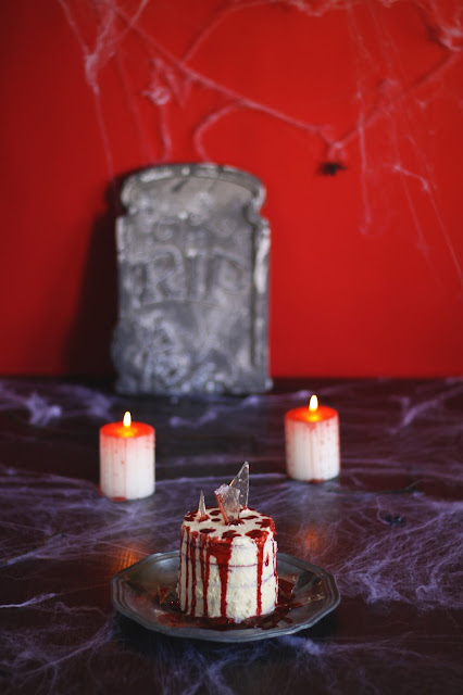 A spooky Halloween Special! Red Velvet pancakes with edible blood, homemade sugar glass and a sweet Russian buttercream. Recipe brought to you by the German food blog Pancake Stories.