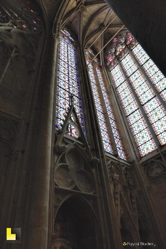 Vitraux de l'église saint nazaire à Carcassonne photo au delà du cliché