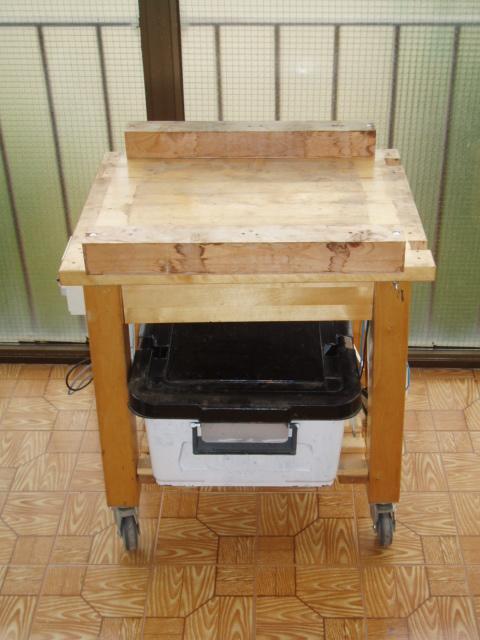 Nuestra nueva mesa de cultivo el balcon verde for Mesa camarera cocina