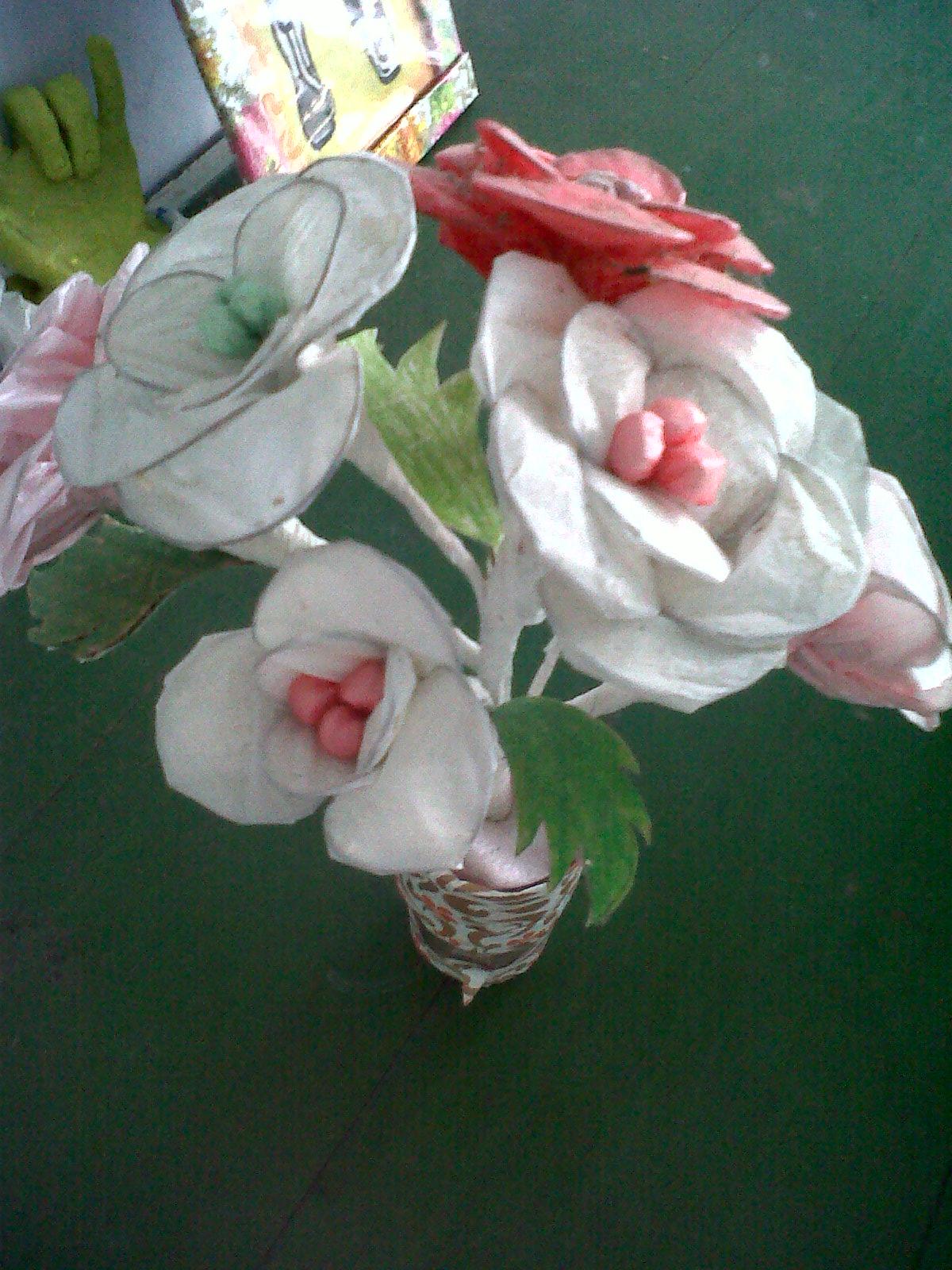 bunga dari kantong kresek bekas