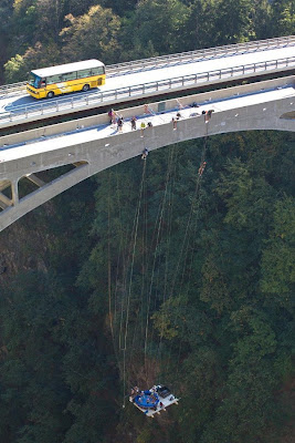 [Image: hanging_jacuzzi_from_swiss_gueuroz_bridge_16.jpg]