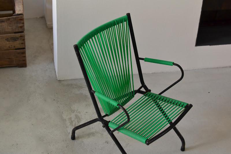 past present fauteuil scoubidou vert. Black Bedroom Furniture Sets. Home Design Ideas
