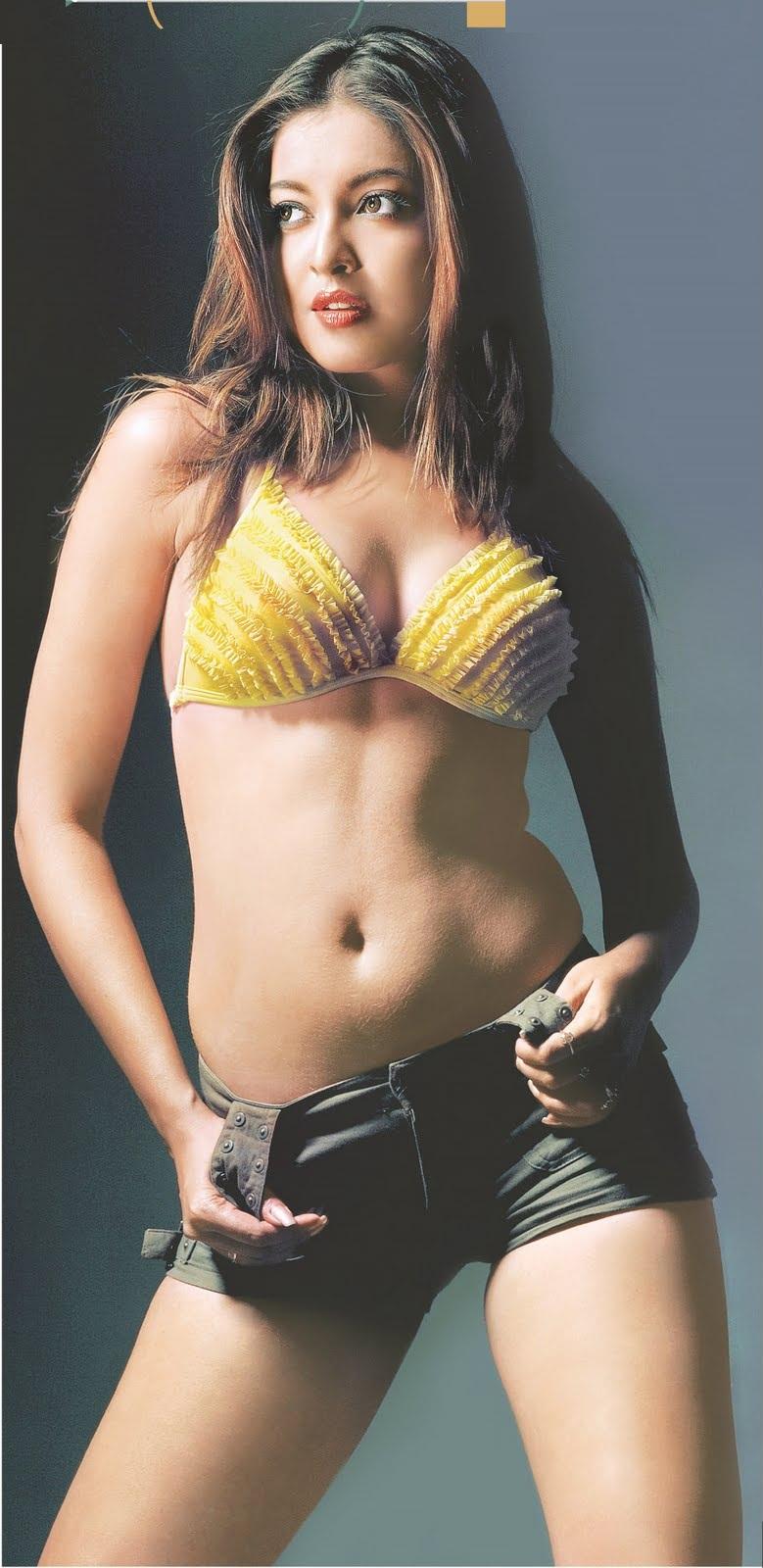 Bikini Model In The World: Tanushree Dutta Hot in Bikini ...