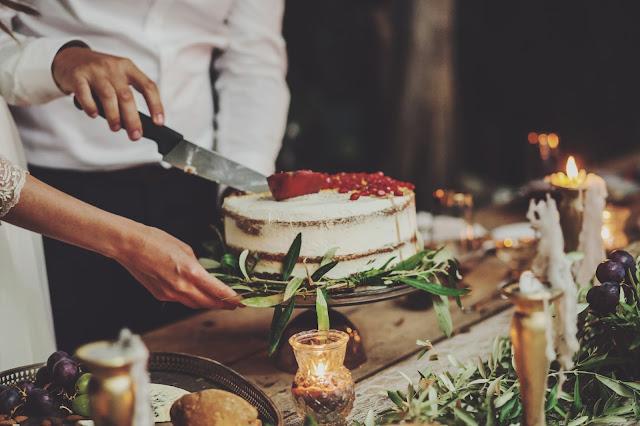 wedding cake pomegranate