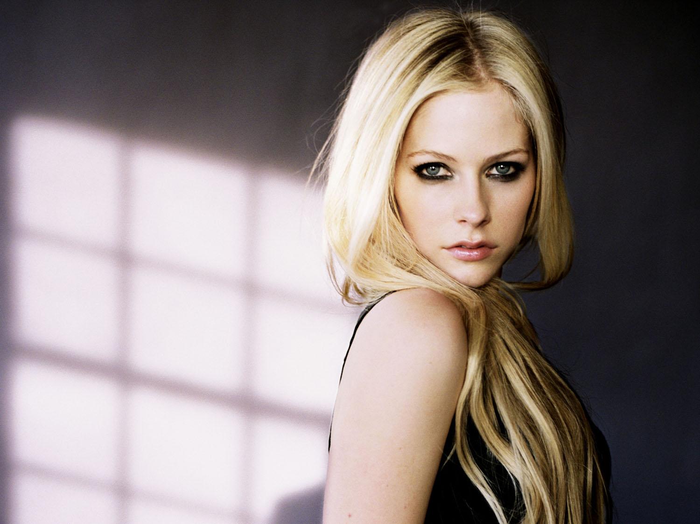http://3.bp.blogspot.com/-M3wWW-Xu5UA/Tpw64s48dAI/AAAAAAAACAw/VFO9TMKIV2E/s1600/Avril+Lavigne.jpg