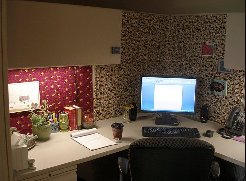 Popular Beautiful Office Cubicle Decoration With Laptop And Night Lamp