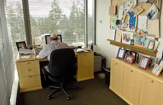 Pictures Of The Desks Of 10 Famous Tech Ceos