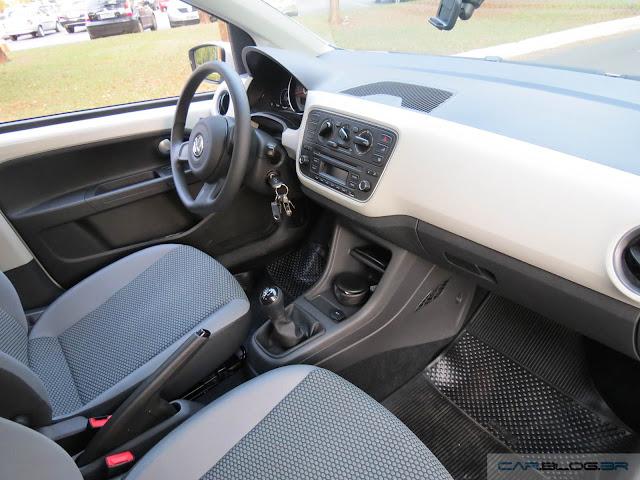 Volkswagen Up! TSI - espaço dianteiro
