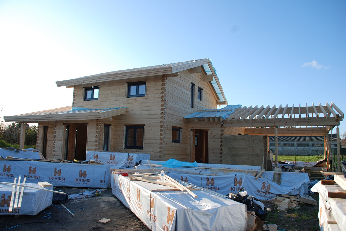 Pikku suomi construction d une maison en bois for Fabrication d une maison en bois