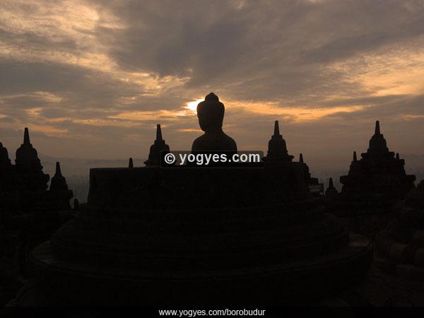 Borobudur Candi Budha Terbesar di Abad ke-9