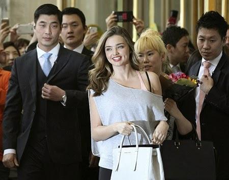 Nụ cười ngọt ngào của 'cựu thiên thần' của hãng đồ lót nổi tiếng Victoria's Secret