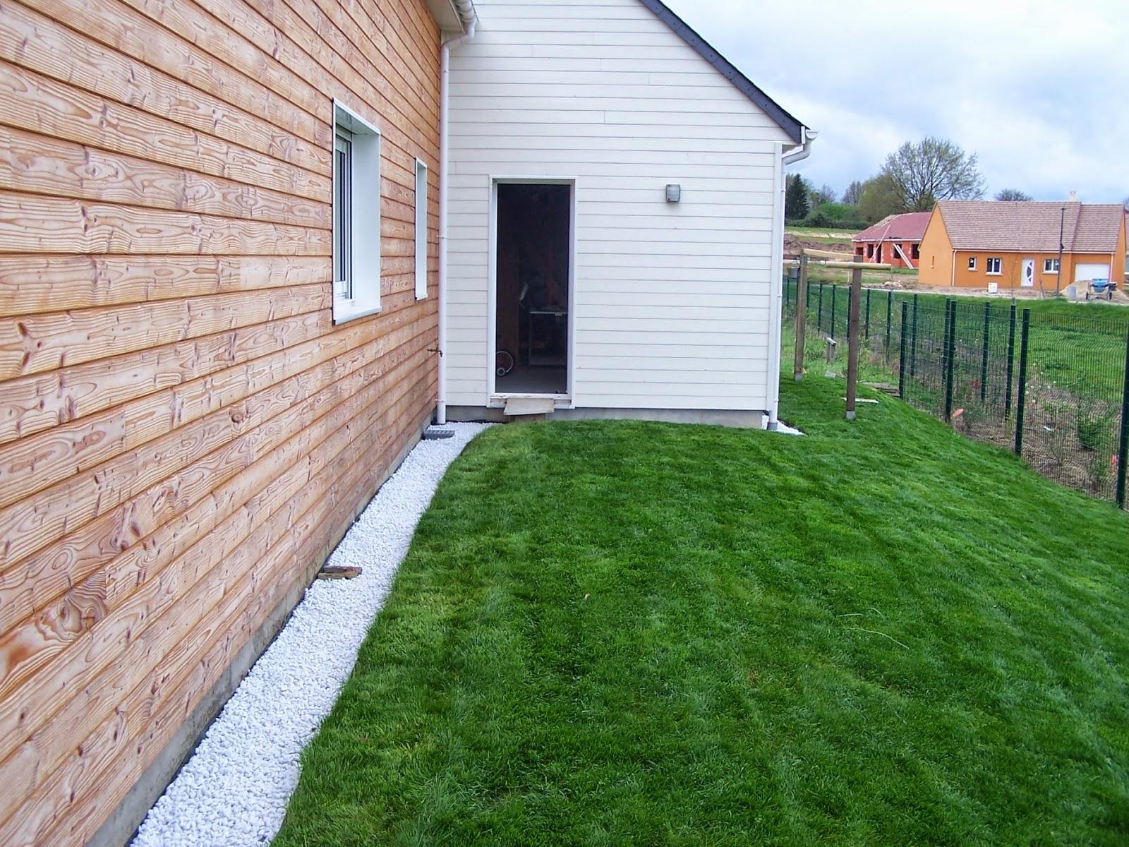 Pelouse et gravier notre maison bois for Tarif de tonte de pelouse