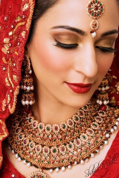 Traditional Bridal Makeup Looks : Entirely from heart: Bridal Makeup Look Guide: How To Get ...