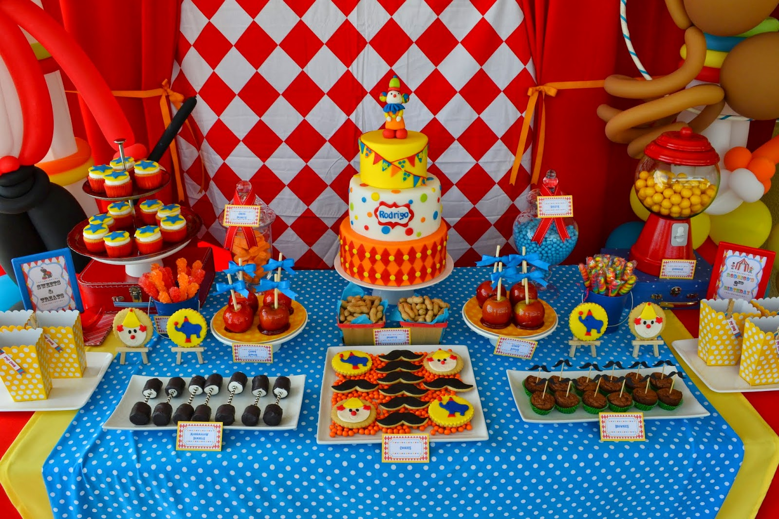Circus Themed Table Decorations Part - 44: {Carnival Birthday}