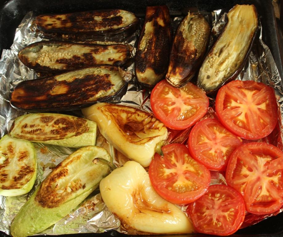 Как правильно запечьощи в духовке для салат