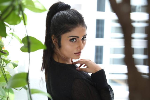 Asha Bhatt Latest Photos From Oru Melliya Kodu Movie