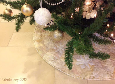 Christmas Tree Skirt - Low Volume