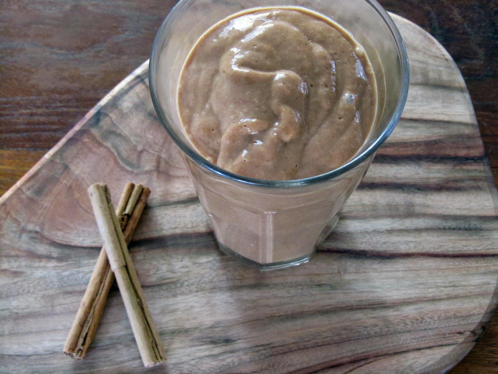 creamy mango-cacao smoothie