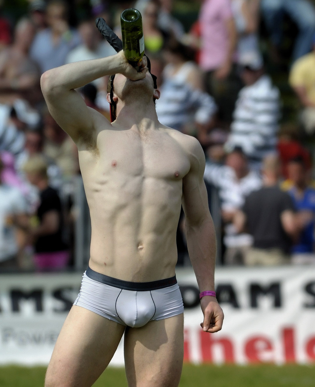 hot bulges to drink on