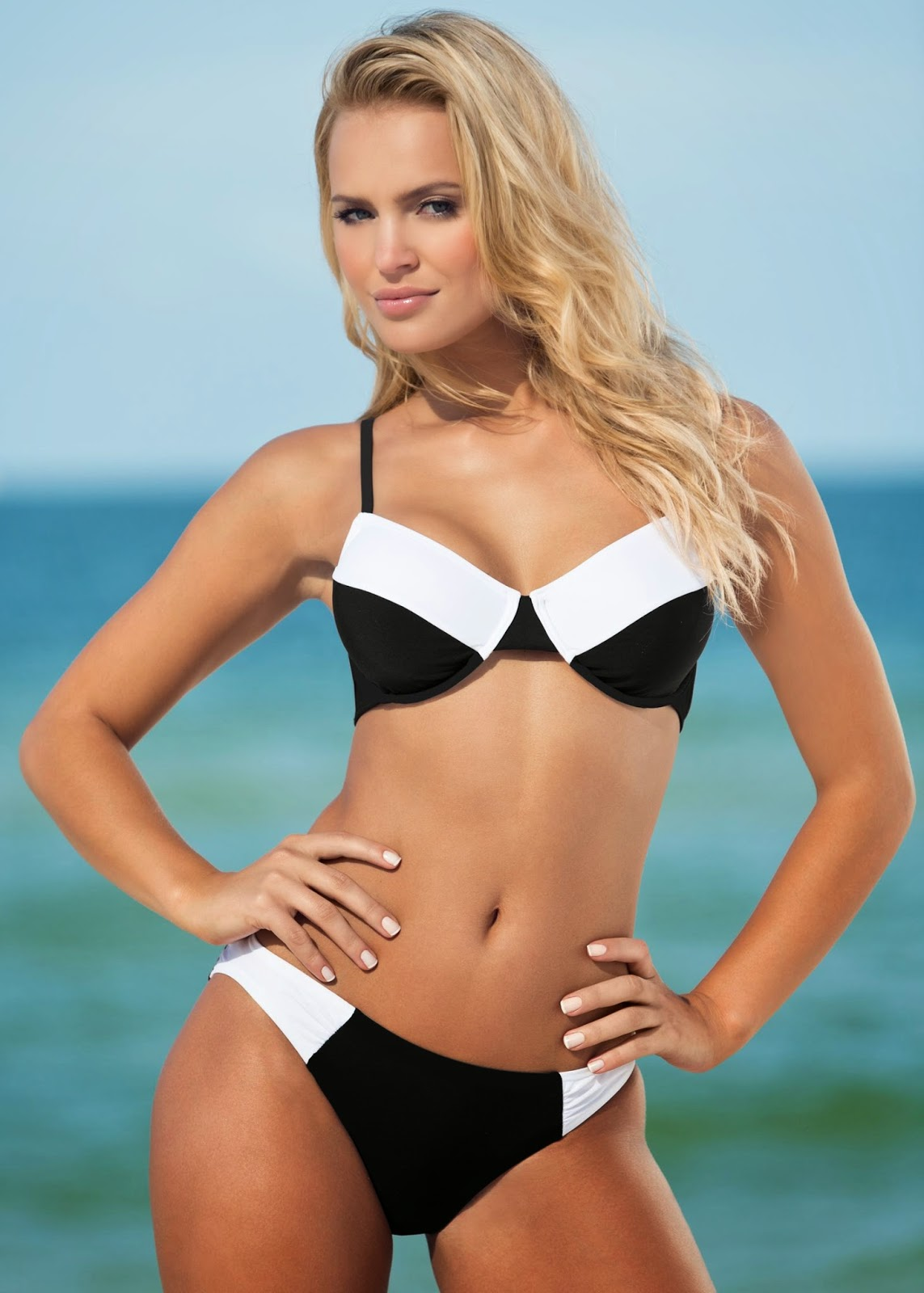 Model Photos: Elisandra Tomacheski Venus Swimwear