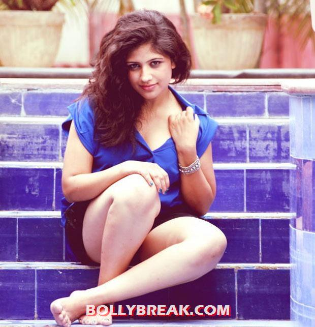 Supriya shoing her milky white legs - (5) - supriya blue top poolside photos