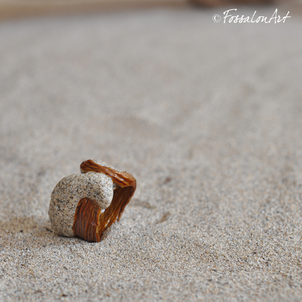 Anello in corda, sabbia e gommalacca