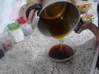 أسهل طريقة لتحضير العسل في البيت بالخطوات المصورة
