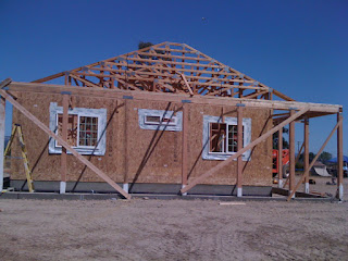 roof trusses on the end of a hipped roof