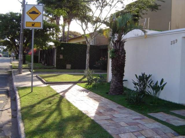pedra miracema jardim:de passeio dessa calçada é feita com pedras miracema e o jardim