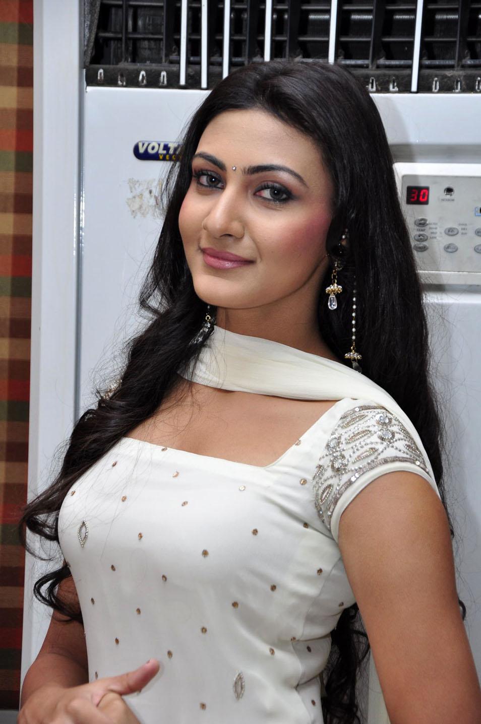 Neelam Upadhyay HQ Photo Gallery in White Churidar Dress ...