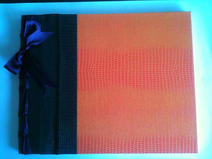 Libro de firmas en piel de cocodrilo naranja